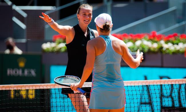 互敬对方的巴蒂和科维托娃保持着很好的竞争关系