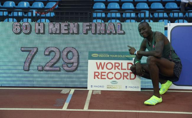 超0.01秒!美国猛将打破男60米栏世界纪录