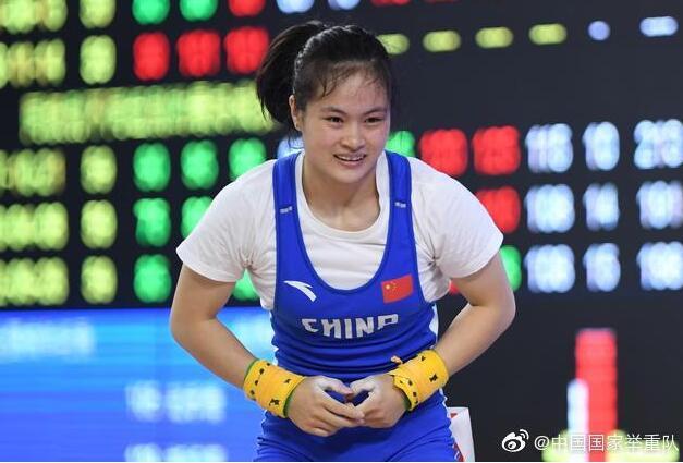 举重全锦赛女59公斤级罗诗芳双金 破抓举全国纪录