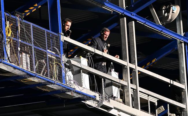 天空体育评论员添里-内维尔和卡拉格