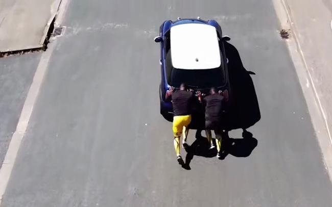 牙买加雪车队员自创奇葩训练法 目标参加北京冬奥