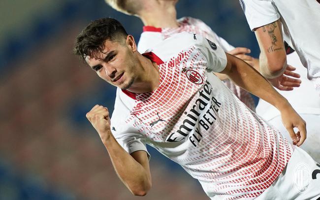 意甲-皇马租将处子球 雷比奇造点伤退 AC米兰2-0
