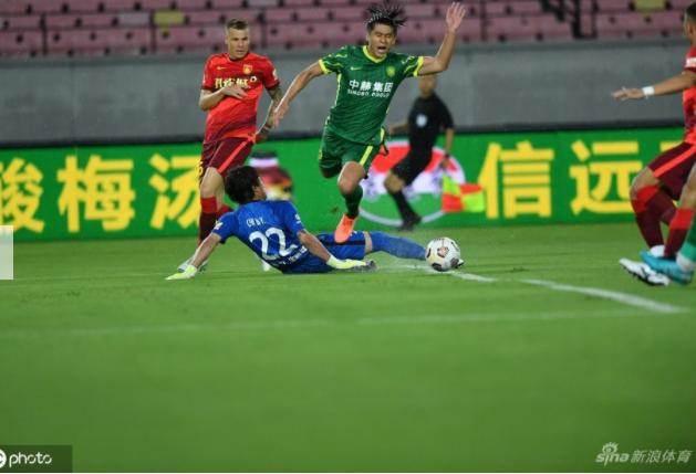 徐亮谈潘喜明受伤:想起了欧洲杯丹麦队首场比赛