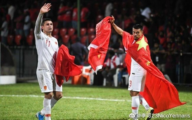 李可发微博晒身披国旗照片:中国队加油!