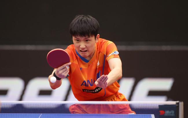 男乒世界杯半决赛,张本智和11-3/11-6/11-8连赢三局