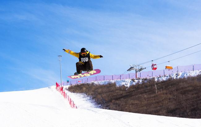"""银河翠云山滑雪场款待雪圈""""如来""""、""""大圣""""到来。"""