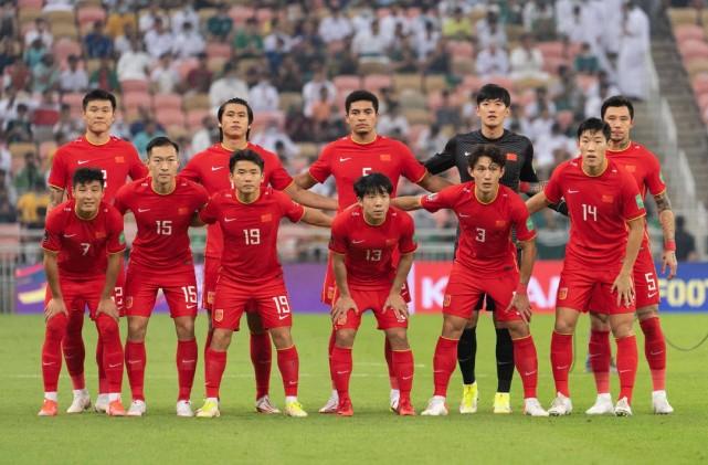 国足新闻官:蒿俊闵张琳芃大腿拉伤 李磊参与合练