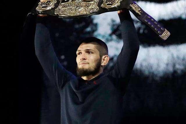 UFC不败冠军再登福布斯第一