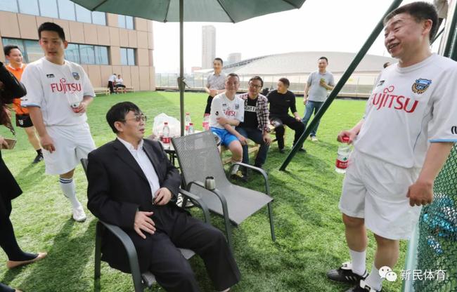 2016年天元赛足球友谊赛,聂卫平(中)坐镇指挥
