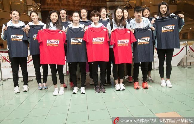 中国女排抵达香港