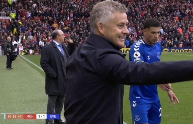 这是啥表情?曼联终场前 索帅秀科曼同款微笑!
