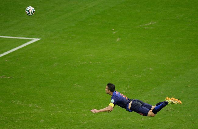 FIFA晒这名场面祝贺范佩西