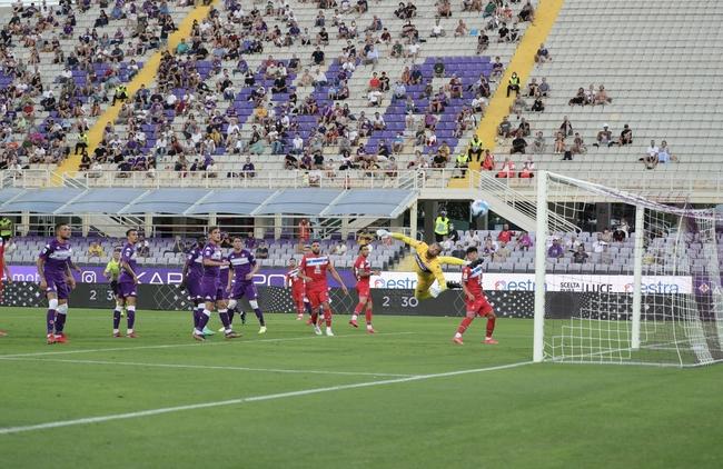热身-武磊首发连失良机 西班牙人点球战负紫百合