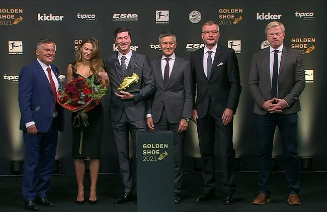 莱万多夫斯基正式领取上赛季欧洲金靴奖 表示会继续留拜仁!