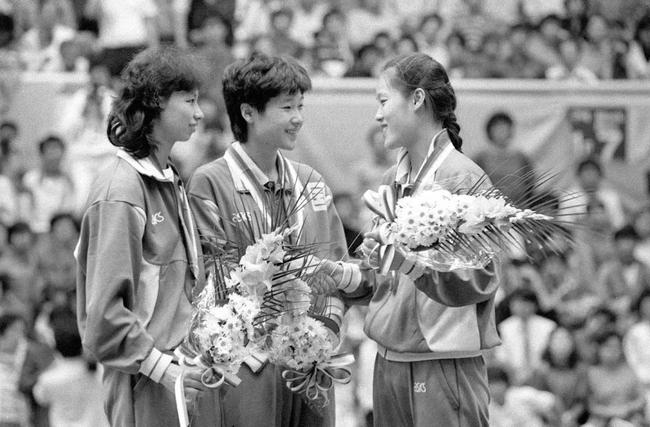 陈静、李惠芬和焦志敏在女单赛场战无不胜,中国女乒一举包揽金银铜牌,这一艳丽收获在2008年奥运会上再一次被复制。