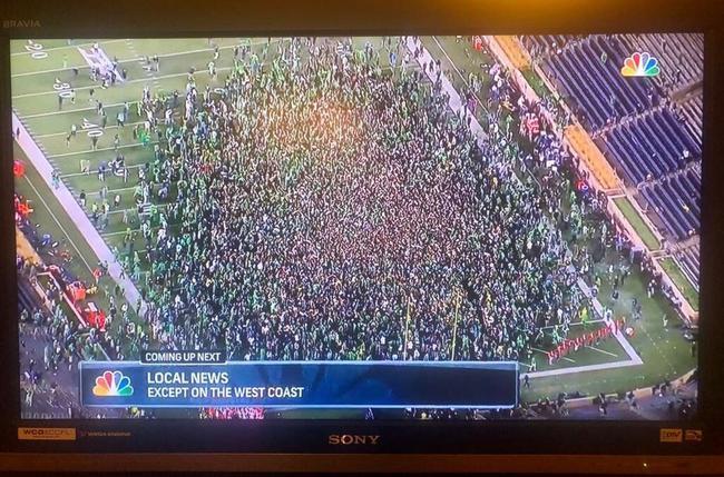 数千球迷集合在橄榄球场庆祝!詹姆斯发推抱怨
