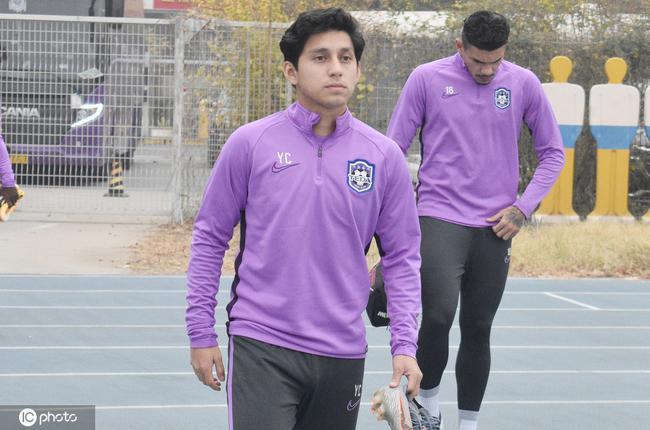 曹阳正2021赛季时年满20岁,能踢后腰、前腰和边前卫