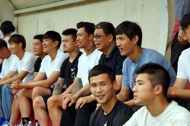 张琳芃在崇明同批球员中技术最差 没少受师傅教育
