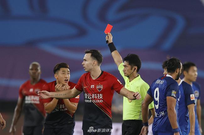普雷西亚多:红牌改变比赛走势 少一人作战很困难