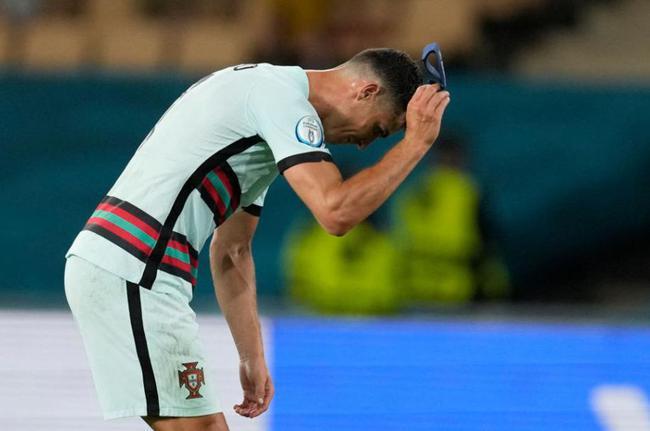 C罗告别欧洲杯该不该自己背锅?失球源自他被门将过掉