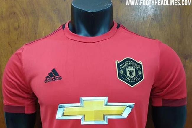 曼联新赛季球衣曝光!这设计你觉得好看吗?
