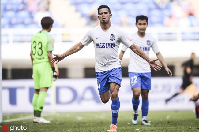 中超-乔纳森梅开二度谢峰带队首秀 泰达2-0华夏