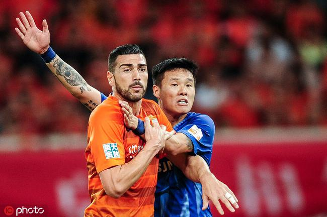 裁判专家:李昂逃红牌鲁能点球漏判 裁判不该挑事