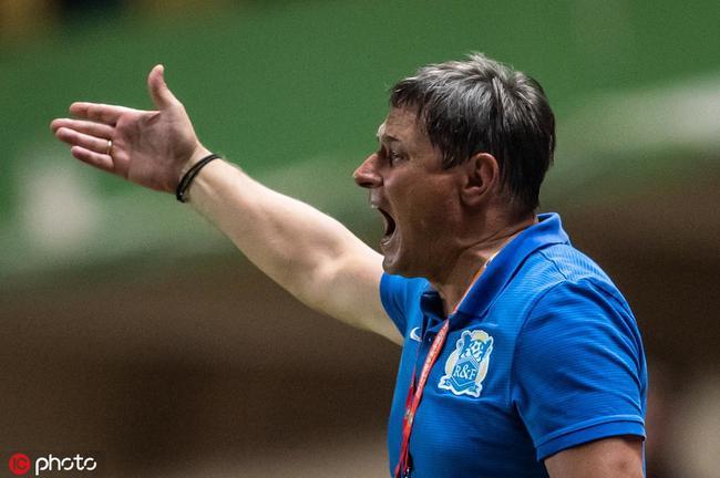 富力高层召集教练组开会 大比分输国安斯托或下课
