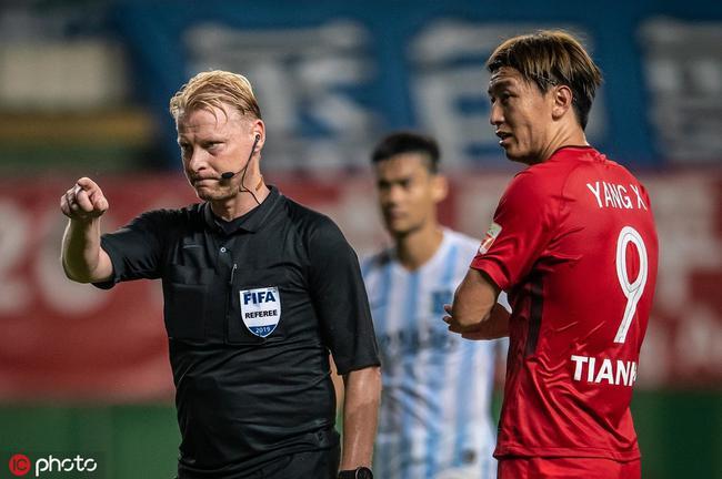 津媒:因为未判给天海点球 荷兰籍主裁进更衣室致歉