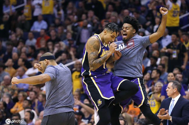 湖人单场39助攻创两项纪录!88年至今NBA最强