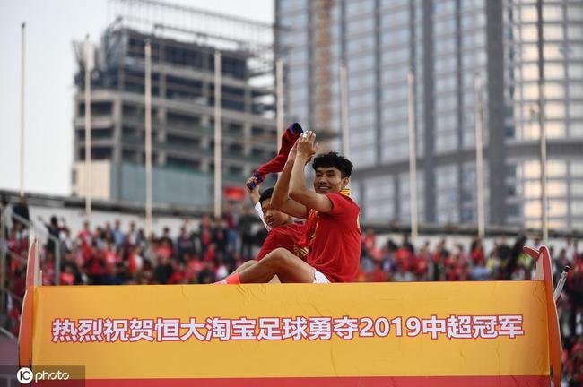 中国足坛第一人!个人中超10冠 39岁郑智演绎传奇