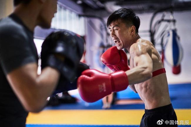 中国拳击队抵达安曼训练。