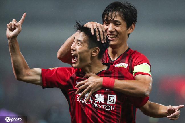 上港队友谈武磊:他所有挑战都能扛过去 会很快痊愈