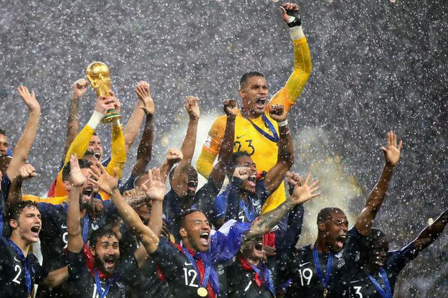 法国队捧得大力神杯