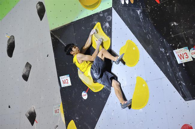 中国攀岩联赛山东泰安站 潘愚非获得男子攀石冠军
