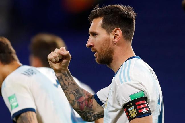 梅西并列领跑南美区历史射手榜 超贝利还差7球