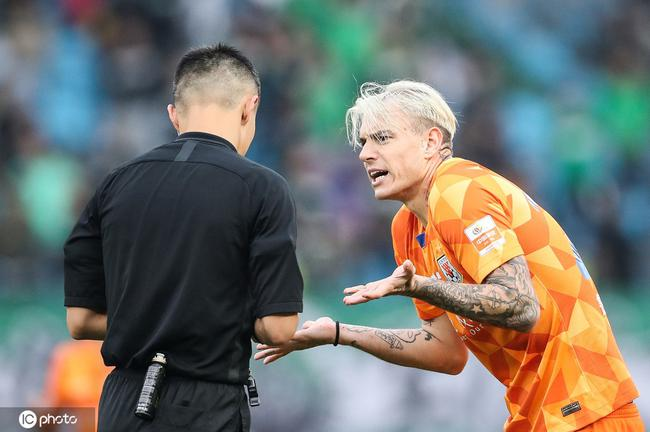 鲁能将对争议判罚进行申诉 球员赛后集体都怒了