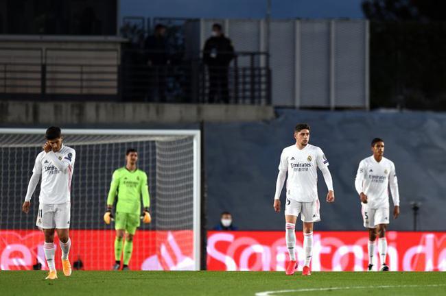 欧冠-魔笛轰世界波 皇马半场0-3落后2-3主场落败