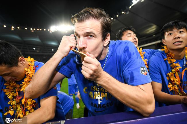 克罗地亚媒体:桑蒂尼单方解约 暂不能为新东家踢球