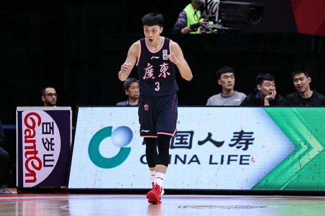 胡明轩:感谢杜锋指导感谢所有人 宏远是冠军!