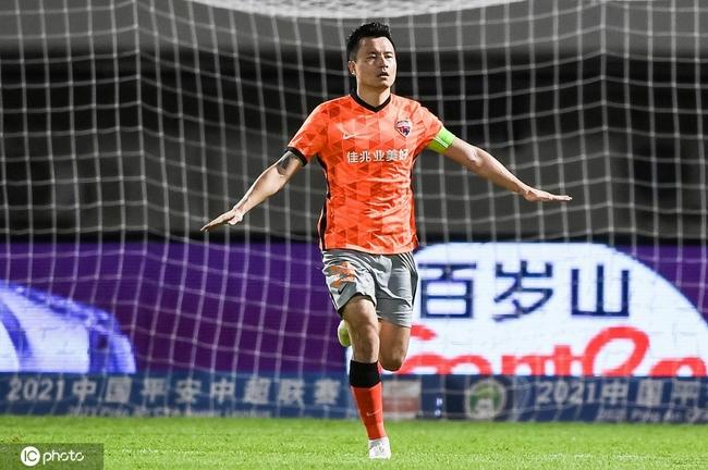中超-郜林传射建功艾克森平纪录 深足2-1首胜广州