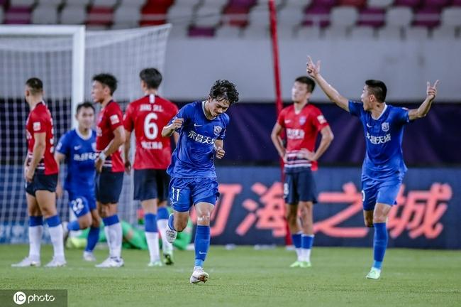半场-谢鹏飞任意球得分穆里奇活跃 沧州暂1-0重庆