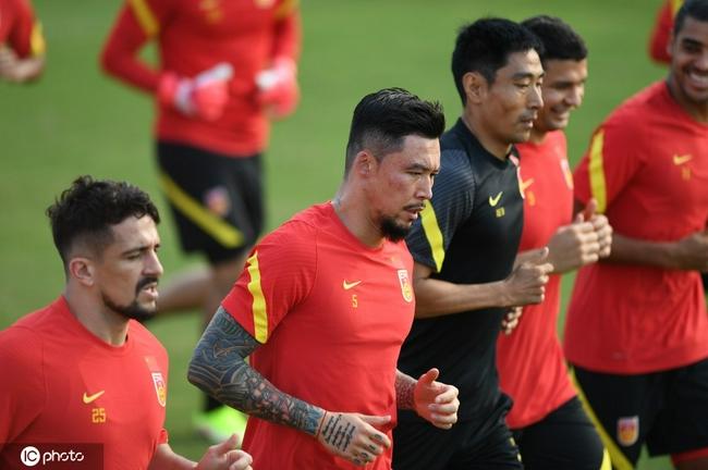 国足26号由上海飞往多哈 国脚已做好长期集训准备