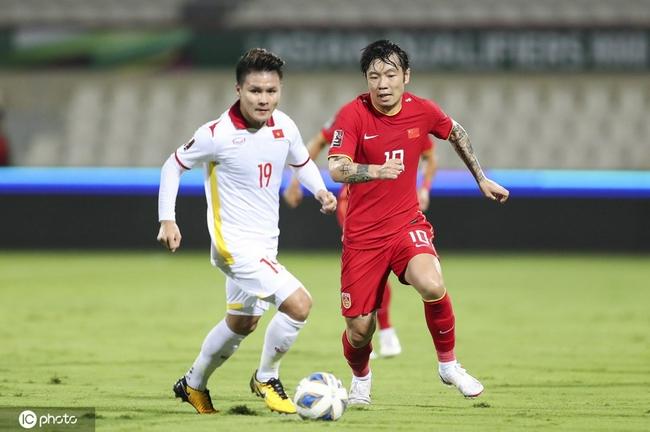 悬念再起!越南队冷箭得分 国足被追回一个2-1领先