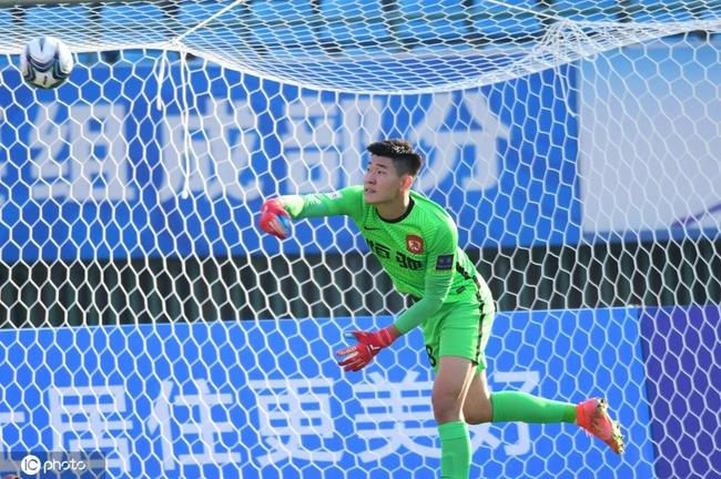 极致的反差!广州队被中乙队淘汰 因没人门将踢中锋