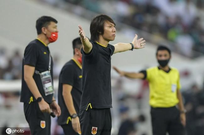 """粤媒:国足4场比赛3套阵型 从未""""以我为主"""""""