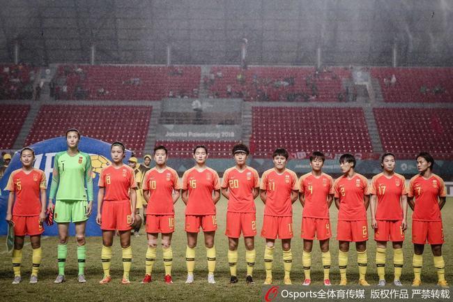 中国女足遭日本女足获银牌
