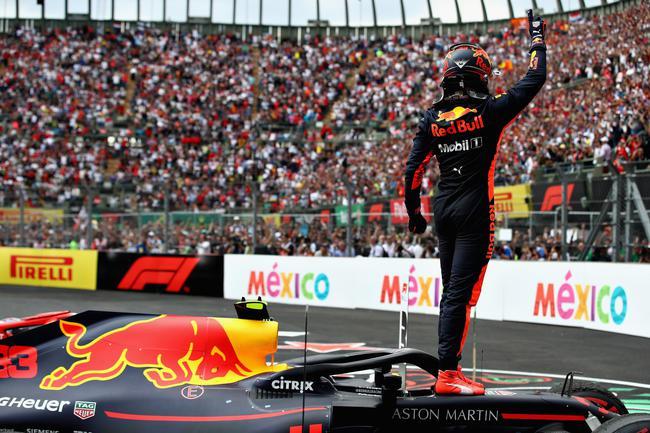 维斯塔潘祝贺争夺墨西哥站分站冠军