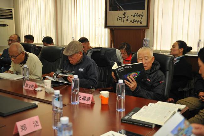 Former coach of the Chinese woman Li Minkuan, general secretary of Beijing, Zhang Wenzhao, former coach of the Chinese tennis team Wang Fuzhang, focused on reading the book