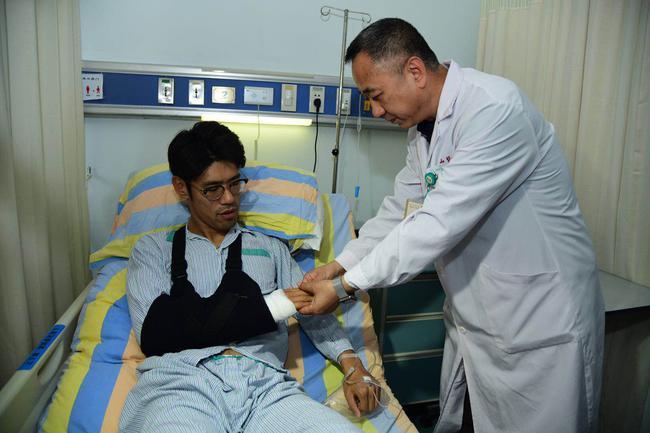 吕文君手臂骨折已成功手术 预计将康复6-8周时间